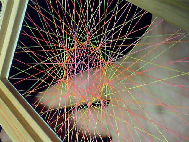 蛍光糸張り十二角形のオーロラ観覧車