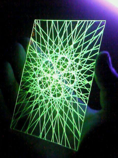 蛍光糸張りクリスタルレジン蛍光の五つ葉