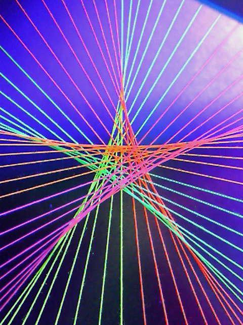 蛍光糸張りオーロラが織る星