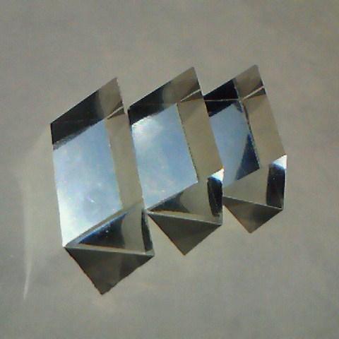 デブコン三角柱