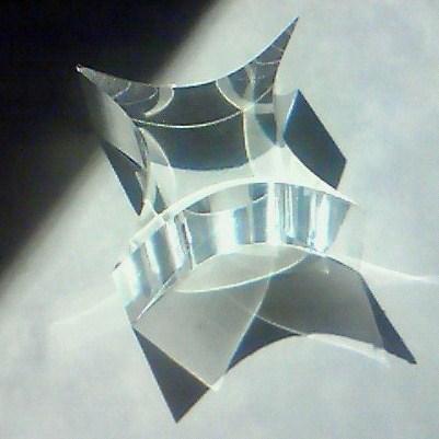 デブコン四凹面柱